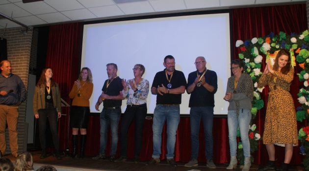 Vijf jaar De Belte gevierd met dorpsquiz en uitloting obligaties.